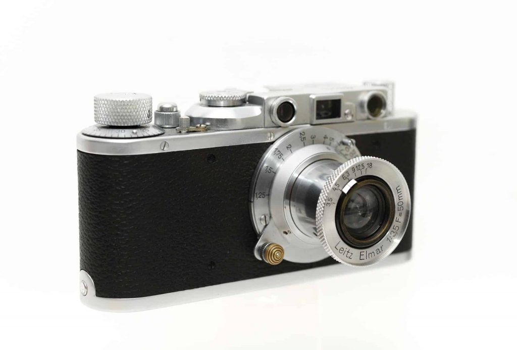 Leica vs Contax? Let me confess that I do have a Contax G camera