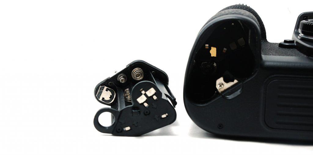 Nikon F100 Battery Chamber
